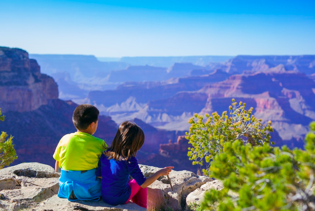 kids at the grand canyon