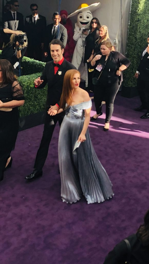 isla fisher and sacha baron cohen emmys red carpet